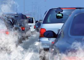 L'utilisation massive des énergies fossiles, notamment pour les transports et les bâtiments, conduit à d'importantes émissions de polluants atmosphériques, en plus du bruit engendré par les moteurs.
