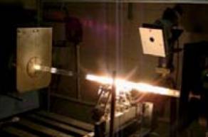 Bâti, siège de la fabrication des préformes (ingénierie de l'indice du verre par synthèse chimique (dopage) et synthèse de verres ultra-purs) : bâti MCVD en fonctionnement