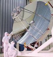 Le télescope Herschel finalisé, après assemblage des douze pétales, métallisation et polissage de surface. Source : ESA.