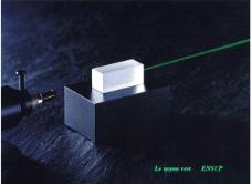 Cristal émettant un rayonnement laser vert